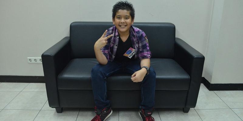 https: img.okezone.com content 2015 01 11 205 1090675 air-mata-toper-jatuh-dieliminasi-dari-indonesian-idol-junior-dQFAOUd44Z.jpg