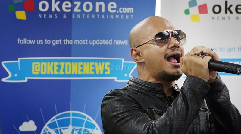 https: img.okezone.com content 2015 01 23 205 1096050 nominee-dahsyatnya-awards-husein-tak-berharap-menang-78LnlWSYL5.jpg