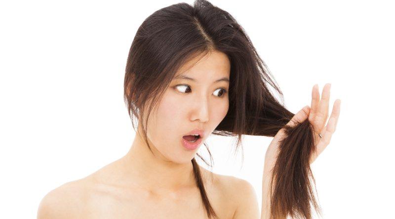 https: img.okezone.com content 2015 01 30 83 1099329 penyebab-lokasi-rambut-rontok-wanita-pria-berbeda-rMeTMzIZon.jpg