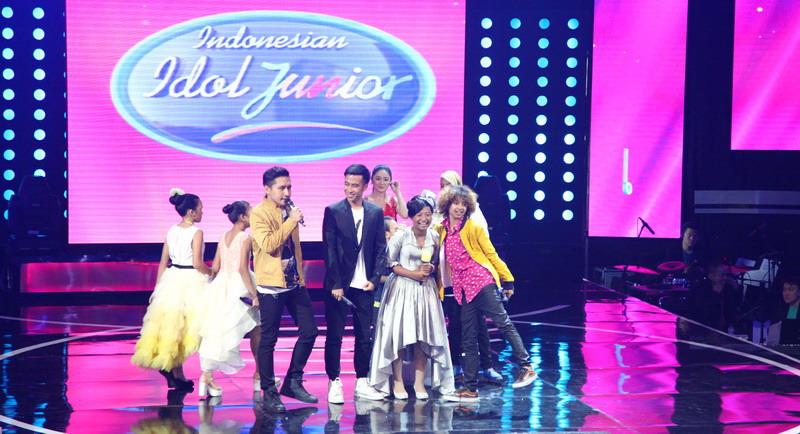 https: img.okezone.com content 2015 02 01 205 1099976 tanpa-tangis-maria-tinggalkan-panggung-indonesian-idol-junior-FjcKoH3kCH.jpg