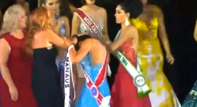 https: img.okezone.com content 2015 02 03 194 1100627 kontes-kecantikan-di-brasil-berujung-aksi-perebutan-mahkota-1sX1RbIAYZ.jpg