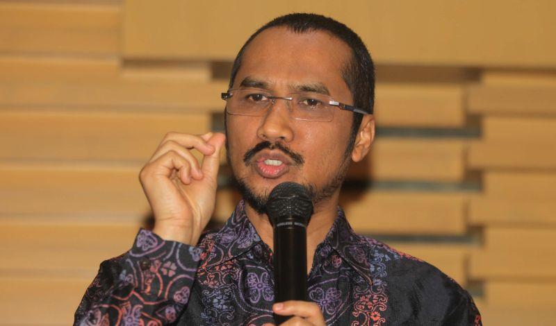 https: img.okezone.com content 2015 02 17 17 1106821 abraham-samad-advokat-pemberantas-korupsi-JNarurlolG.jpg