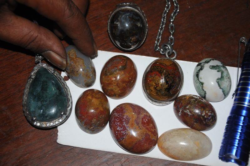 Batu Akik Bermotif Terumbu Karang dari Padang Pariaman