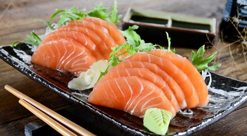 https: img.okezone.com content 2015 03 09 298 1115908 pedasnya-wasabi-bikin-ubay-idol-ketagihan-sushi-RPzdkmKhTa.jpg