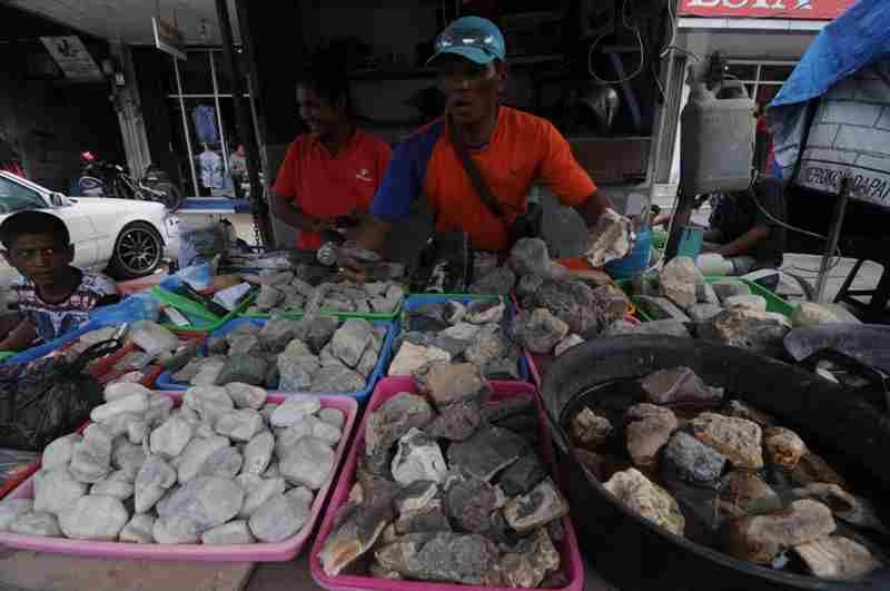 Penjual Batu Akik Bisa Kantongi Rp4 Juta/Hari
