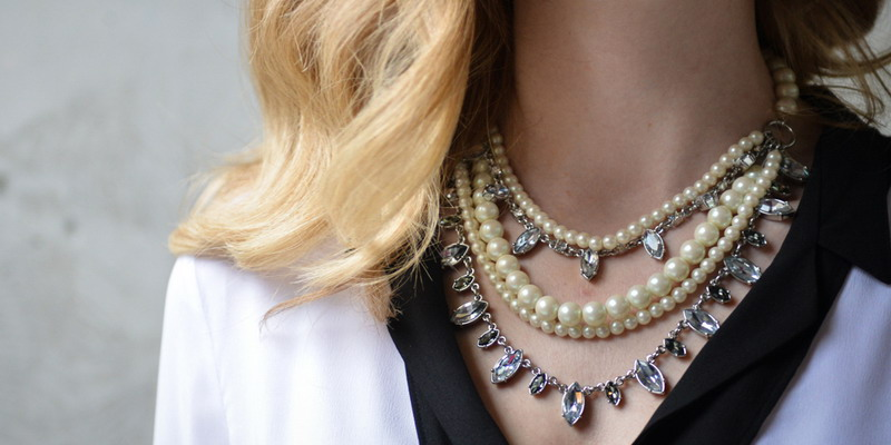 https: img.okezone.com content 2015 03 21 194 1122189 tips-cari-perhiasan-sesuai-warna-kulit-z0aSEWSAXn.jpg