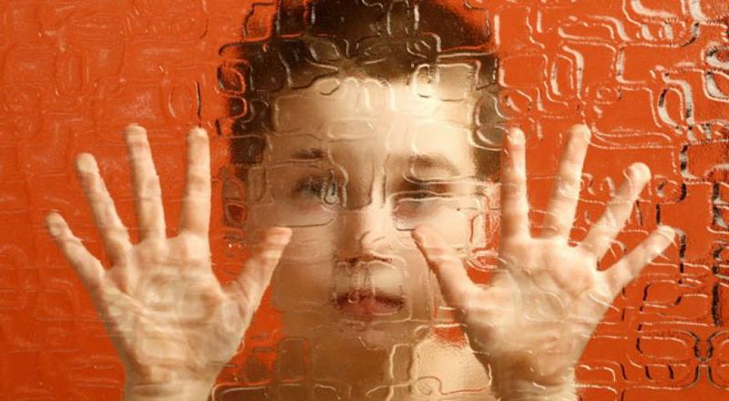 https: img.okezone.com content 2015 04 04 196 1129110 keterbukaan-orangtua-mudahkan-adaptasi-anak-autis-q8UzwmWShq.jpg