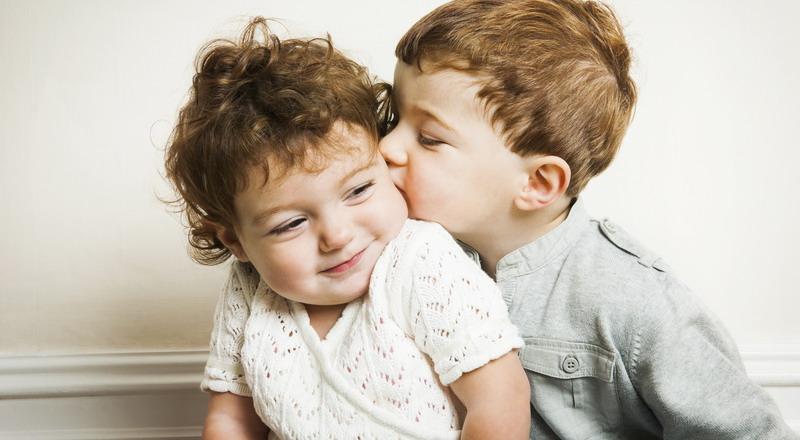 https: img.okezone.com content 2015 04 06 196 1129880 lima-fakta-menarik-tentang-anak-sulung-FoUOCdCjtN.jpg