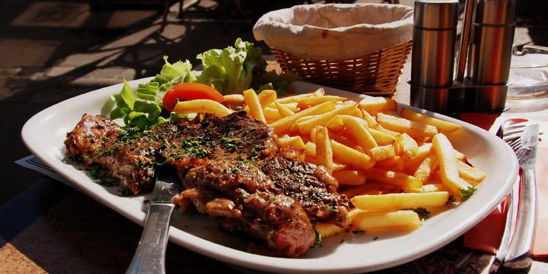 https: img.okezone.com content 2015 04 08 298 1130790 steik-londo-makanan-favorit-keluarga-sisca-soewitomo-XS2FrVtS8M.jpg