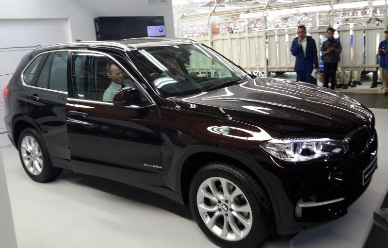 Spesifikasi BMW X5 sel Rakitan Indonesia : Okezone News on bmw 320i indonesia, bmw 323i indonesia, bmw x3 indonesia, honda crv indonesia, range rover evoque indonesia, honda hr-v indonesia,