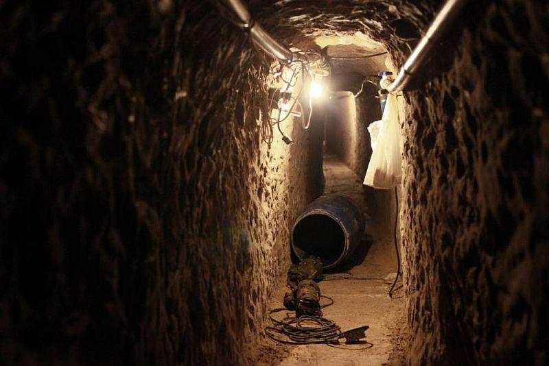 https: img.okezone.com content 2015 04 10 18 1132234 polisi-meksiko-temukan-terowongan-rahasia-En6kPv9UGQ.jpg