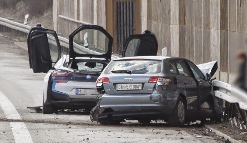 Bmw I8 Berantakan Setelah Hantam Audi A3 Okezone News