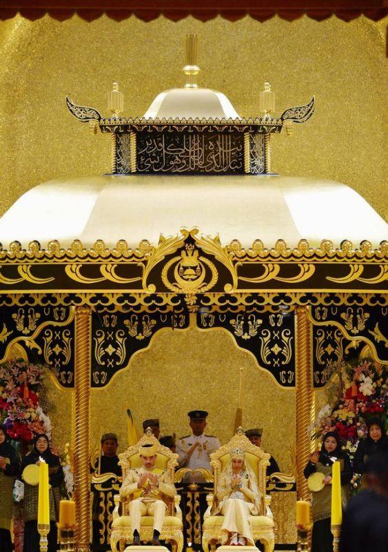 https: img.okezone.com content 2015 04 13 18 1133451 melihat-pesta-pernikahan-putra-mahkota-brunei-darussalam-EYURgJ7Zj6.jpg