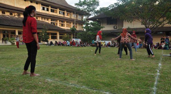 Menghidupkan Permainan Tradisional Di Rumah Masa Kecil Bung Karno Okezone News