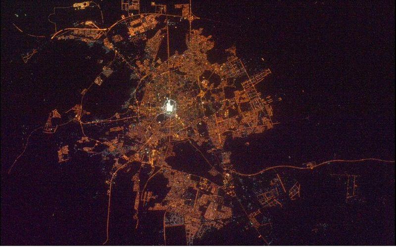Pemandangan Menakjubkan Makkah & Madinah dari Luar Angkasa