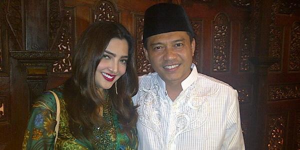 https: img.okezone.com content 2015 04 17 205 1136024 anang-dan-ashanty-datangi-mabes-polri-hDZ3S58Cry.jpg