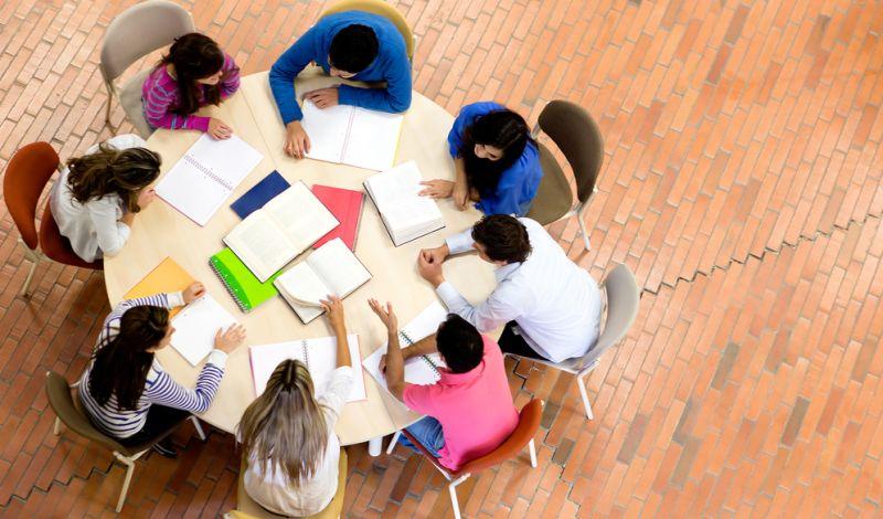 Mengurangi kebosanan dengan belajar kelompok. (Foto: Shutterstock)