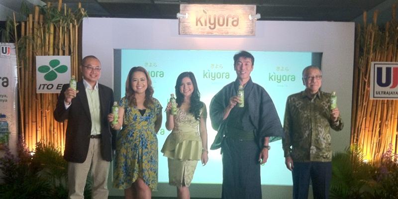 https: img.okezone.com content 2015 04 29 298 1142123 matcha-latte-pertama-dalam-kemasan-di-indonesia-zRFtByb51z.jpg