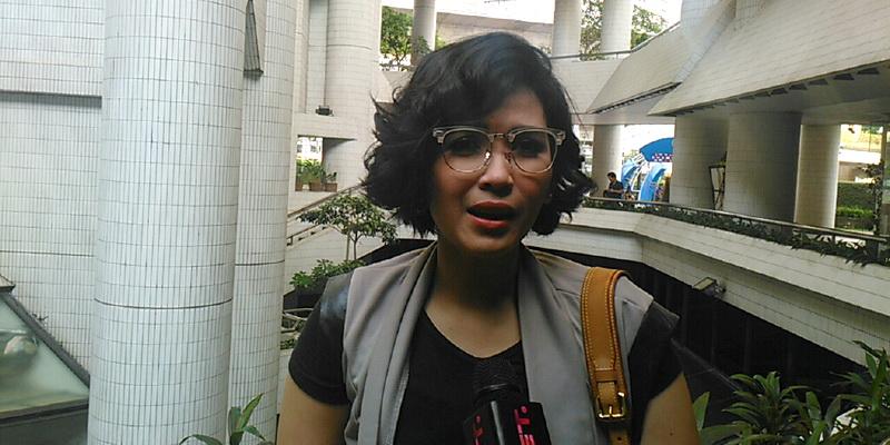 https: img.okezone.com content 2015 05 02 33 1143666 dinda-kanya-dewi-ogah-pasang-target-nikah-BS4YNzylSq.jpg