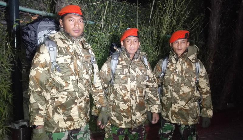 https://img.okezone.com/content/2015/05/03/18/1143797/paskhas-tni-cari-wni-hilang-di-nepal-pQrEqUfQa0.jpg