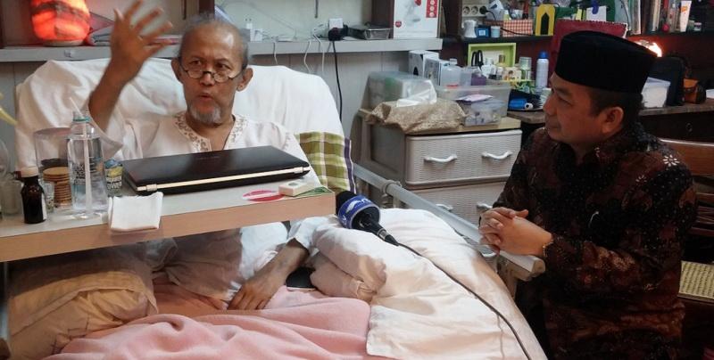 https: img.okezone.com content 2015 05 06 33 1145319 meninggal-pepeng-sakit-multiple-sclerosis-selama-10-tahun-3dUJCJnfpN.jpg