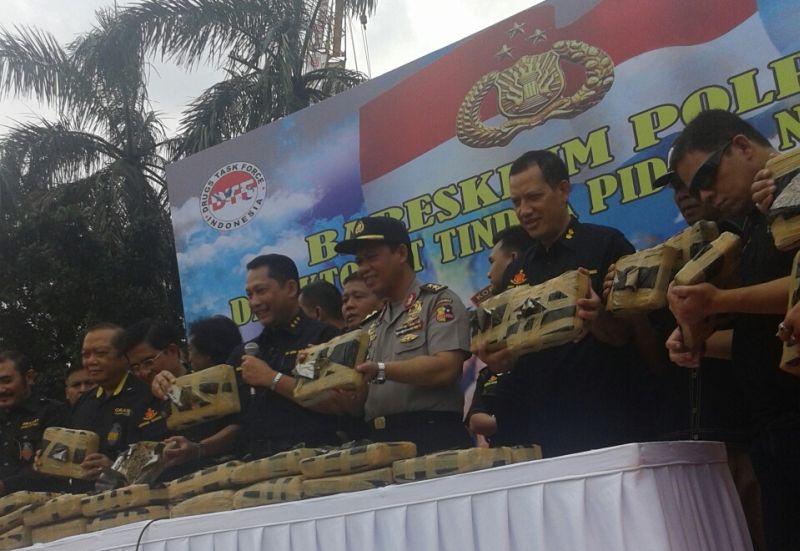 2,1 Ton Ganja Asal Aceh Diangkut dengan Truk Sayur