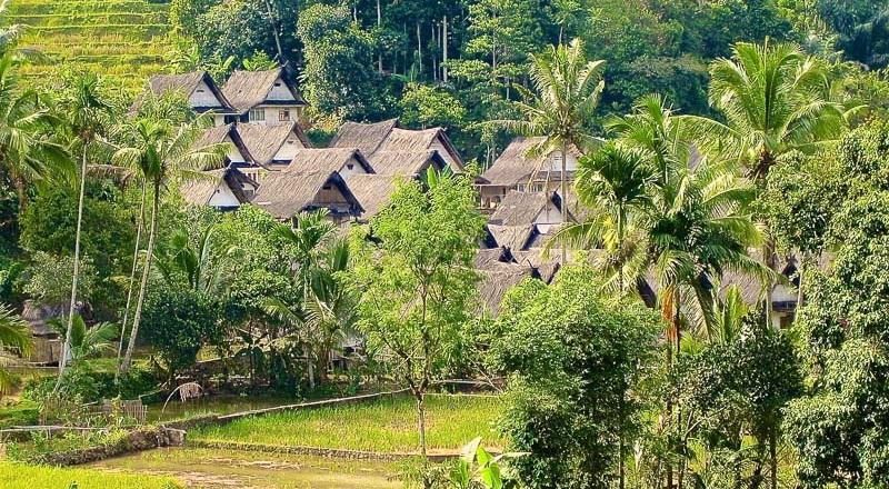 Wisata Ke Kampung Naga
