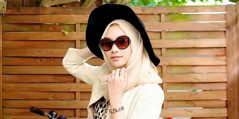 Padu Padan Topi Floppy Untuk Wanita Berhijab Okezone Lifestyle