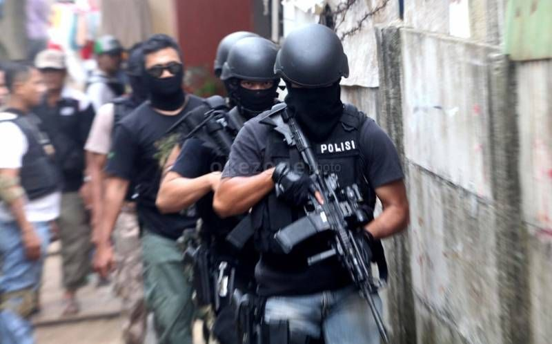 Baku Tembak, Dua Teroris Tewas  & Dua Polisi Terluka