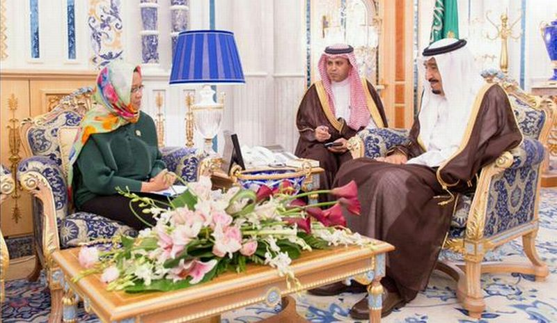 Retno Marsudi (Kiri)  Bertemu dengan Raja Salman bin Abdulaziz (Kanan) (Foto: Dok Kementerian Luar Negeri)