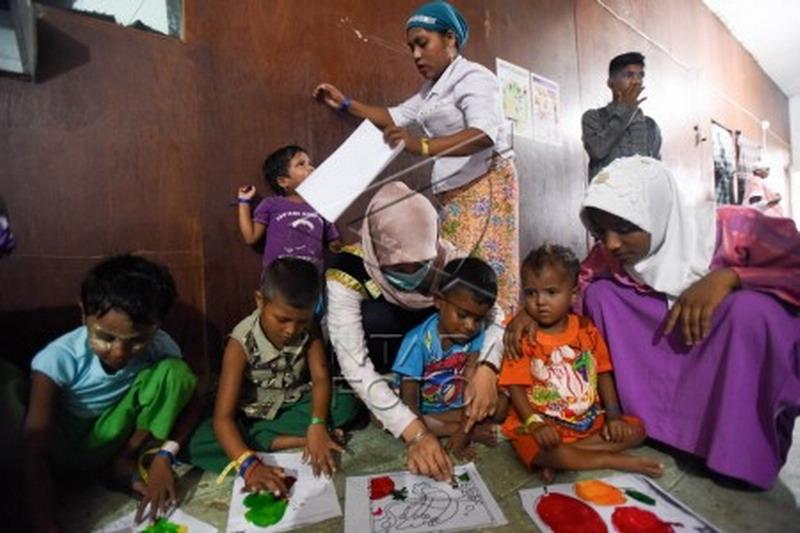 https: img.okezone.com content 2015 06 03 65 1159347 anak-rohingya-antusias-belajar-di-sekolah-dadakan-njMZPtsy5u.jpg