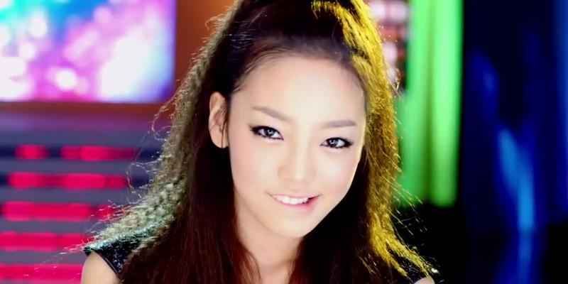 https: img.okezone.com content 2015 06 06 205 1161047 seungri-minta-hara-kara-mengajarinya-menari-trPSHCxCdD.jpg