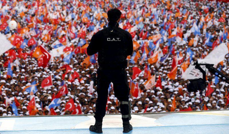 https: img.okezone.com content 2015 06 07 18 1161531 pemilu-turki-berlangsung-sistem-pemerintahan-diperdebatkan-HUnFzrETQs.jpg