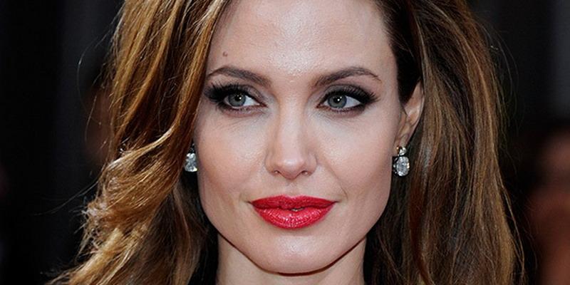 https: img.okezone.com content 2015 06 16 194 1166014 kecantikan-angelina-jolie-menginspirasi-wanita-OzhmyBtfIQ.jpg