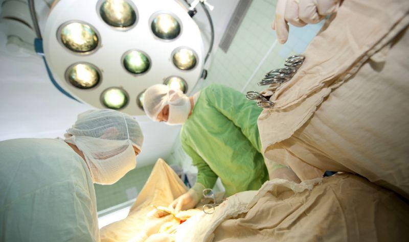 Biaya kuliah di Fakultas Kedokteran sangat mahal karena mahasiswa butuh banyak praktikum. (Foto: Shutterstock)