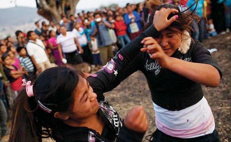 [Image: perempuan-meksiko-duel-berdarah-untuk-pa...NJETl4.jpg]