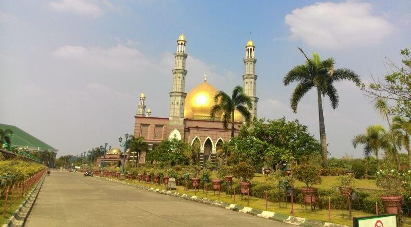 Hasil gambar untuk masjid kubah emas okezone