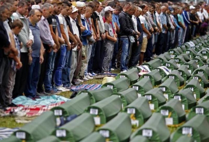 https: img.okezone.com content 2015 07 13 18 1180677 dunia-kenang-pembantaian-muslim-di-srebenica-9VovAw4mnK.jpg