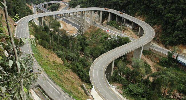 https: img.okezone.com content 2015 07 22 340 1183751 jembatan-kelok-sembilan-hasil-lobi-di-meja-makan-MDdMAaEFRU.jpg