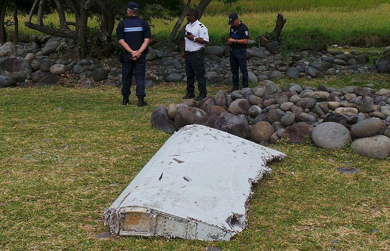 Sebuah Koper Ditemukan Dekat Puing Pesawat MH370