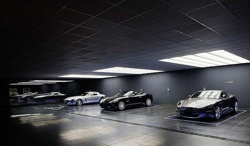 Garasi Mobil Mewah Ini Terinspirasi Film Batman Dark Night