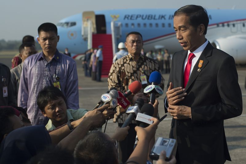 Hadiri Muktamar Muhammadiyah, Jokowi Tampil Berjas