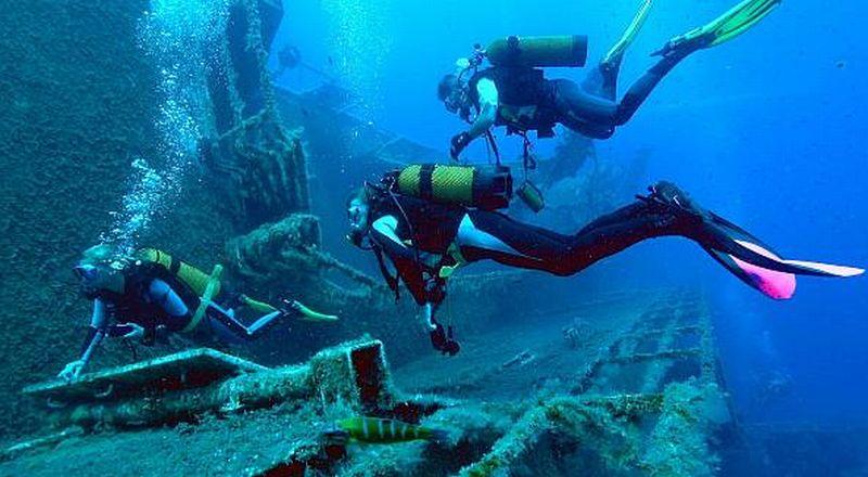 https: img.okezone.com content 2015 08 18 406 1198444 lima-spot-diving-terindah-di-sangalaki-71LhlJdrMt.jpg