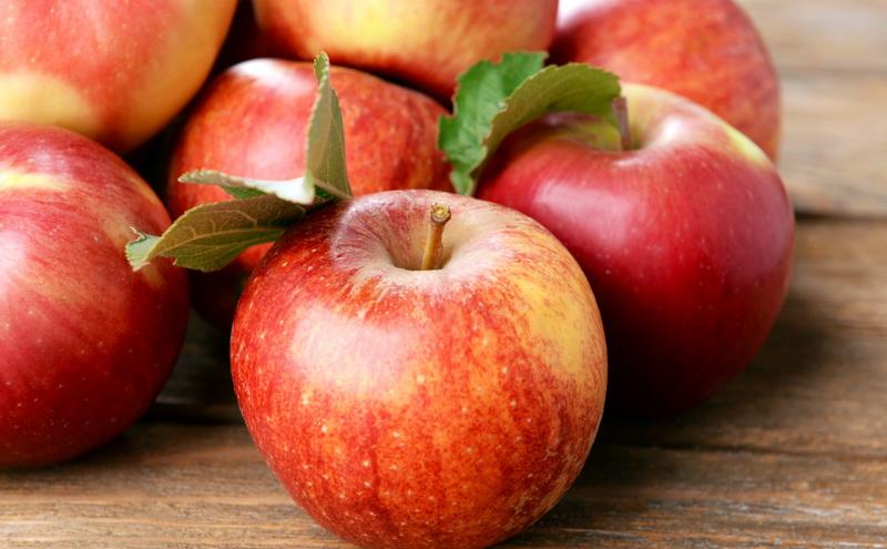 Jika Anda tidak pernah makan apel dengan kulitnya, mungkin ini saat yang tepat untuk menghentikan kebiasaan tersebut.