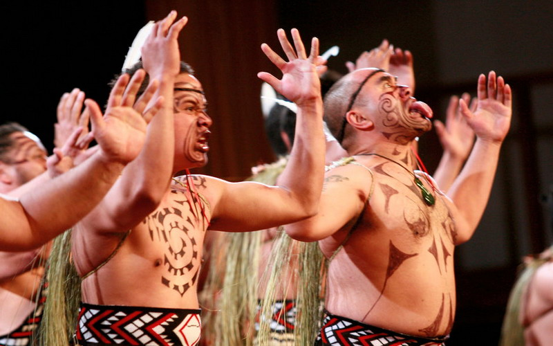 https: img.okezone.com content 2015 09 08 406 1210105 kesan-mendalam-winky-wiryawan-istri-lihat-suku-maori-SBq7yWksXj.jpg