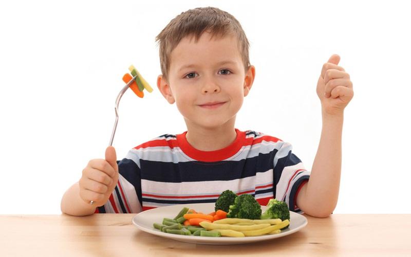 https: img.okezone.com content 2015 09 08 481 1210543 fenita-arie-biasakan-anak-konsumsi-makanan-sehat-1oS1T5yaFc.jpg