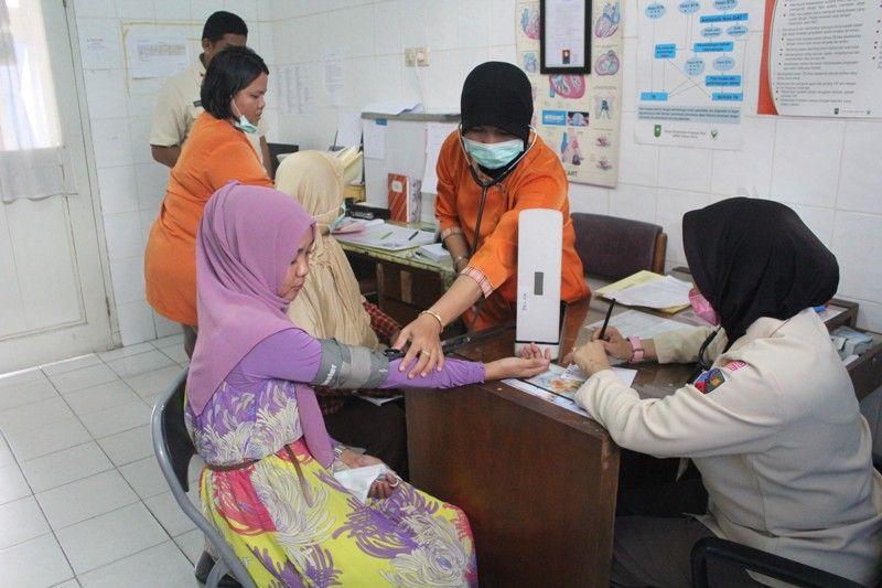 https: img.okezone.com content 2015 09 18 340 1216364 rs-tni-au-pekanbaru-buka-pengobatan-gratis-ispa-oh9pFoISO1.jpg
