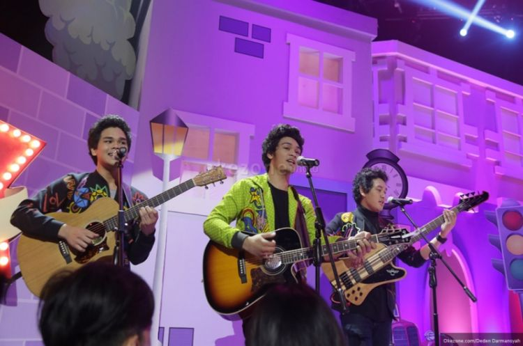 https: img.okezone.com content 2015 09 23 206 1219897 the-overtunes-ingin-main-film-tanpa-akting-0VZkLMDNX2.jpg