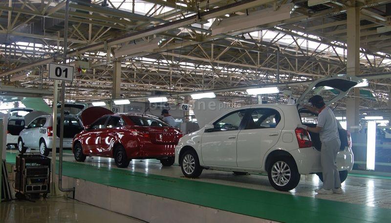 Nilai tukar Dollar AS yang terus menguat mempengaruhi biaya produksi mobil Toyota (Foto : Okezone)