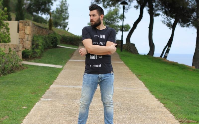 https: img.okezone.com content 2015 09 30 194 1223295 hitam-dan-jeans-andalan-the-rain-saat-manggung-e8WVvjSi8m.jpg